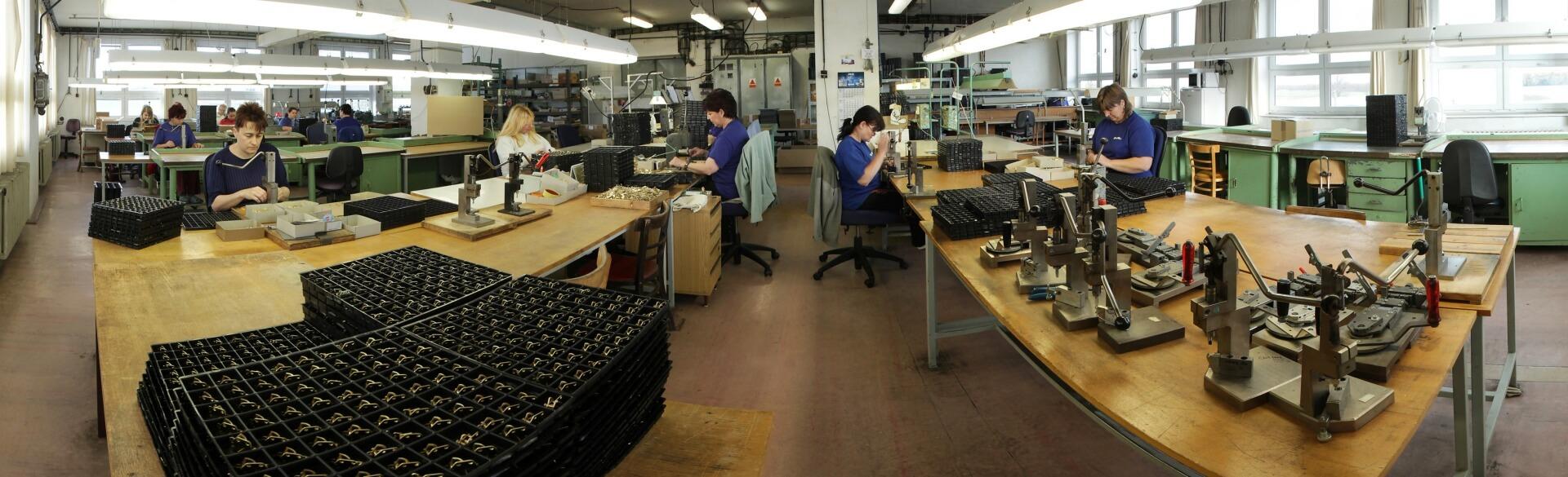 Работа в Чехии наладчиком и фрезеровщиком, женщины на сборку